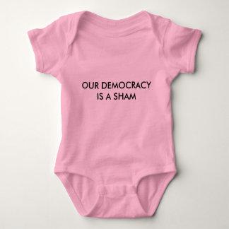 Body Para Bebê NOSSA DEMOCRACIA É uma ligação em ponte de bebê