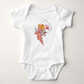 Body Para Bebê O amor da volta do arqueiro do Cupido está no pop
