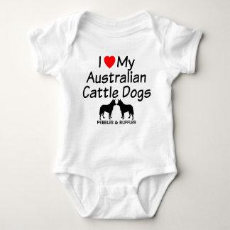 Body Para Bebê O bebê ama dois cães australianos do gado