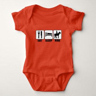 Body Para Bebê O cavaleiro do bebê come o passeio do sono um