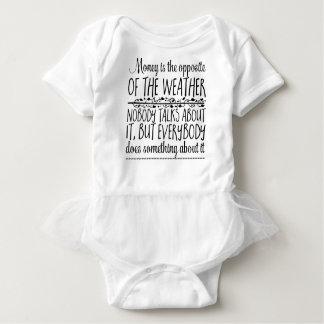 Body Para Bebê O dinheiro é o oposto do tempo. Ninguém