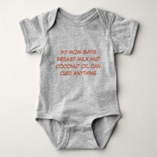 Body Para Bebê O óleo do leite materno e de coco pode curar
