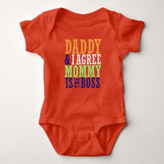 Body Para Bebê O pai & eu concordamos que a mamãe é o Bodysuit do