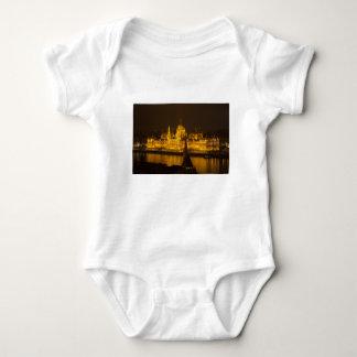 Body Para Bebê O parlamento húngaro Budapest em a noite