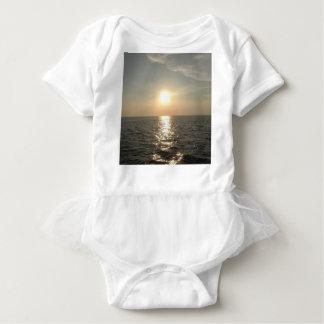 Body Para Bebê O por do sol na ilha de Bantayan nas Filipinas