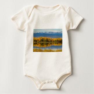 Body Para Bebê Opinião dourada de Front Range da montanha rochosa