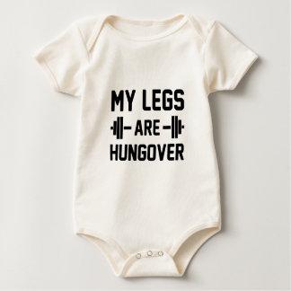 Body Para Bebê Os pés são Hungover