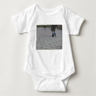 Body Para Bebê Pés da cara em skates inline. Patinadores Inline