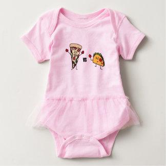 Body Para Bebê Pizza de Pepperoni CONTRA o Taco: Mexicano contra