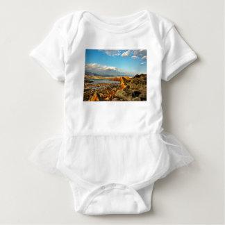 Body Para Bebê Praia de pedra na ilha Pag em Croácia
