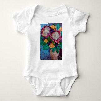 Body Para Bebê Proteas gigantes e rosas alaranjados