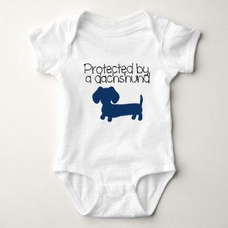 Body Para Bebê Protegido por um Dachshund (azul)