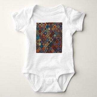 Body Para Bebê Retalhos do vintage com elementos florais da