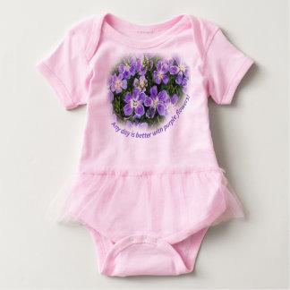 """Body Para Bebê """"Todo o dia é melhor com tutu do bebê das flores"""