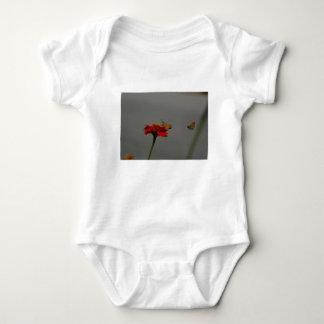 Body Para Bebê Traças e Zinnia vermelho