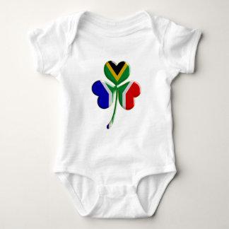 Body Para Bebê Trevo irlandês com sul - bandeira africana