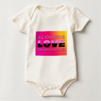 Body Para Bebê Tudo que você precisa é amor ou mais chocolate