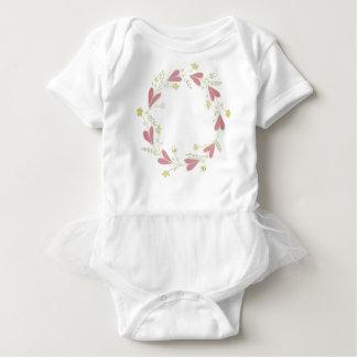 Body Para Bebê Um anel bonito dos corações e das flores