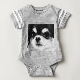Body Para Bebê Uma chihuahua preto e branco