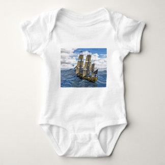 Body Para Bebê Uma Corveta preta Saling acima de uma grande onda
