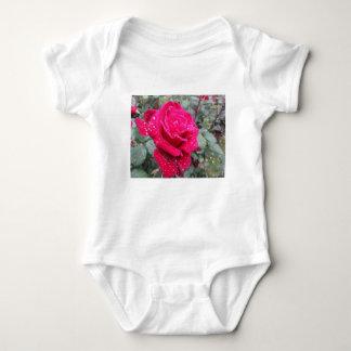 Body Para Bebê Única flor da rosa vermelha com gotas de água
