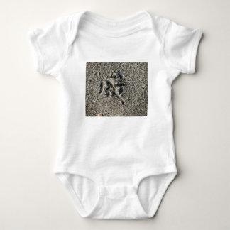 Body Para Bebê Única pegada do pássaro da gaivota na areia da