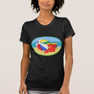 Bola, balde & pá de praia na costa tshirts