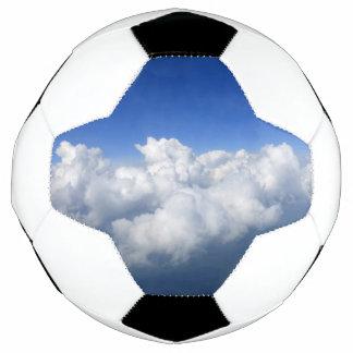Bola De Futebol acima das nuvens 03