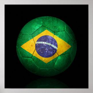 Bola de futebol brasileira gasta do futebol de ban pôster
