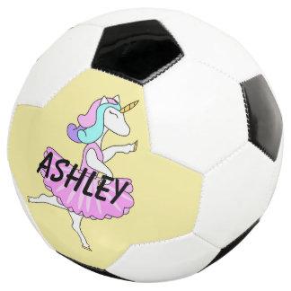 Bola de futebol do vestido do rosa do unicórnio da