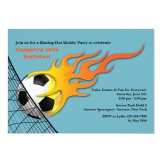 Bola de futebol no convite de aniversário do fogo