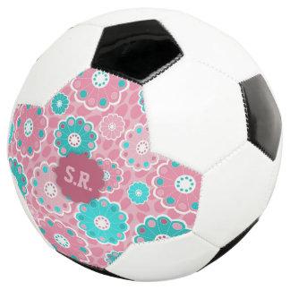 Bola De Futebol Nome personalizado floral cor-de-rosa do futebol