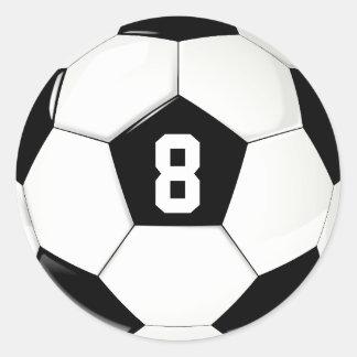 Bola de futebol preto e branco do número feito sob adesivo redondo