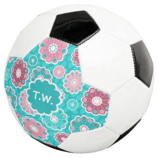 Bola De Futebol Rosa personalizado do aqua do nome do futebol