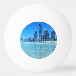 Bola de Pong do sibilo com uma vista