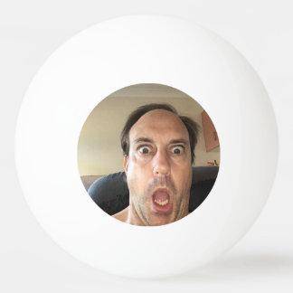 Bola de Pong do sibilo com uma vista engraçada