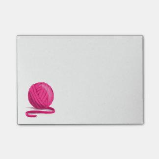 Bola do fio cor-de-rosa bloco de notas