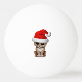 Bola Para Ping-pong Leão Cub bonito que veste um chapéu do papai noel