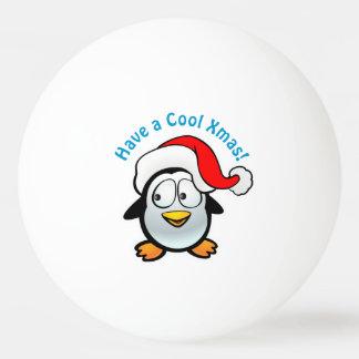 Bola Para Ping-pong Pinguim legal do bebê com chapéu do papai noel