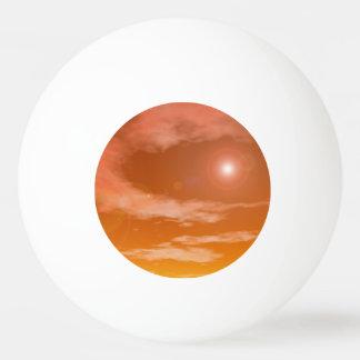 Bola Para Ping-pong Sun no fundo alaranjado do céu do por do sol -