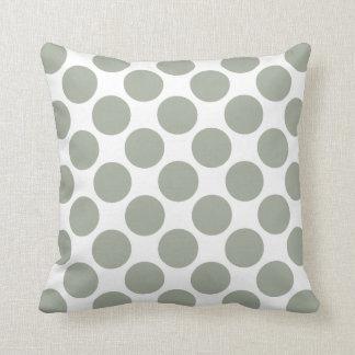 Bolinhas cinzentas esverdeados prudentes do travesseiros de decoração