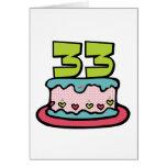 Bolo de aniversário das pessoas de 33 anos cartão