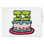 Bolo de aniversário das pessoas de 33 anos cartões