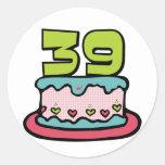 Bolo de aniversário das pessoas de 39 anos adesivo em formato redondo