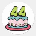 Bolo de aniversário das pessoas de 44 anos adesivo em formato redondo