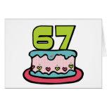 Bolo de aniversário das pessoas de 67 anos cartão