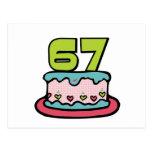 Bolo de aniversário das pessoas de 67 anos cartao postal