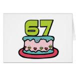 Bolo de aniversário das pessoas de 67 anos cartões