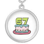 Bolo de aniversário das pessoas de 67 anos colar personalizado