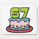 Bolo de aniversário das pessoas de 67 anos mousepad